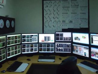 forex-trader-trading-desk