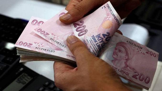Изпадналата в нокаут турска лира загуби 17% само в петък.